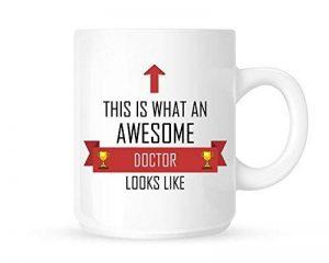 This is what AN Awesome Doctor ressemble–Thé/Café Mug/tasse–Motif ruban rouge–Idée cadeau de la marque DottsMusic image 0 produit